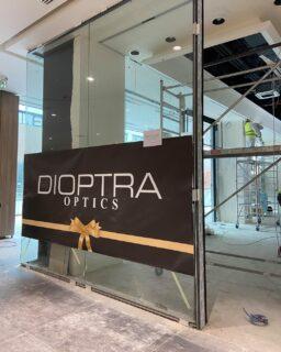 НАЈДОБРОТО го одбира НАЈДОБРОТО💪  Оптика #DIOPTRA во избор на  100% водоотпорниот и огноотпорен безвременски модел на Versailles Sahara ламинат од Шпанскиот производител #FAUS за најновиот објект во трговскиот центар East Gate.  Монтажа од страна на високо обучен сертифициран тим на #лавкомерц   Ви благодариме на изборот и долгогоришната доверба.